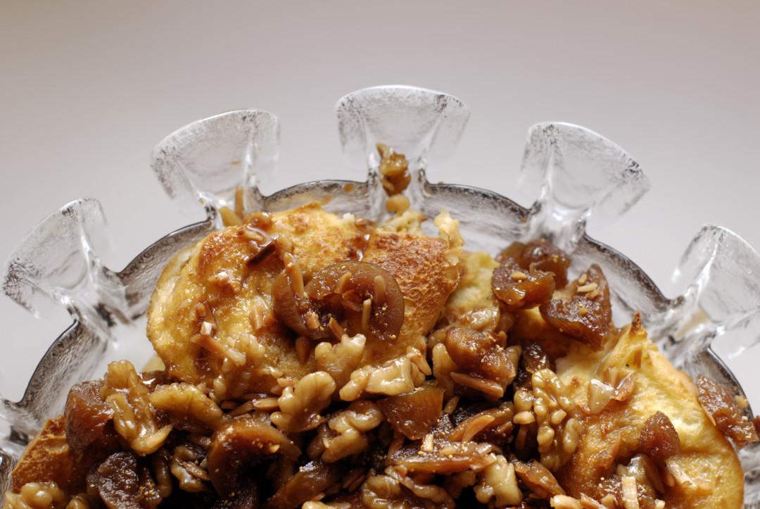 'Rabanadas' with honey, figs and walnuts