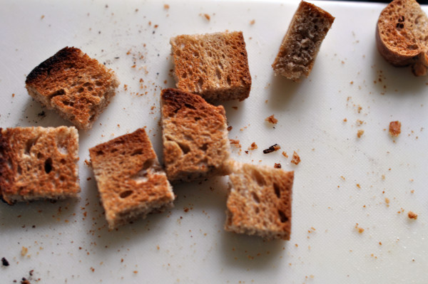 Making rye croutons