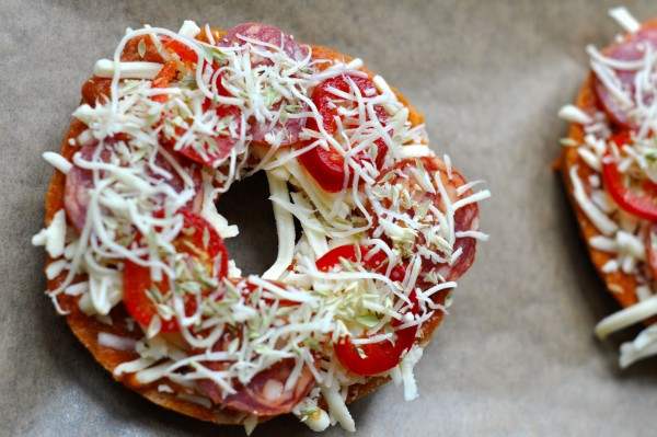 Bagel-pizzas with toppings